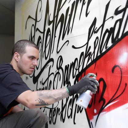 Graffitikünstler Serhat Dincer lässt «Die schönste Barockstadt der Schweiz» entstehen