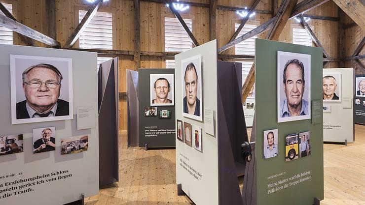 Ehemalige Verdingkinder - hier in einer Ausstellung von 2018 - wollen laut den Initianten des Projekts im Alter selbstbestimmt leben. (Archivbild)