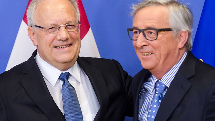 Bundespräsident Johann Schneider-Ammann hat Mitte Januar EU-Kommissionspräsident Jean-Claude Juncker getroffen. Er warb in Brüssel für eine schnelle Lösung bei der Personenfreizügigkeit. Genutzt hat die Charmeoffensive nichts: Die Schweiz muss wegen Grossbritannien bis zum 24. Juni warten.