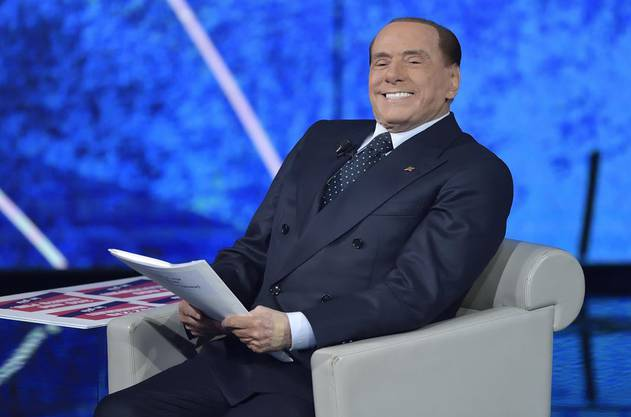 Berlusconi ist zurück. Mit noch mehr Haaren, noch mehr Make-up und vielen Ideen, wie Italien zu retten ist.