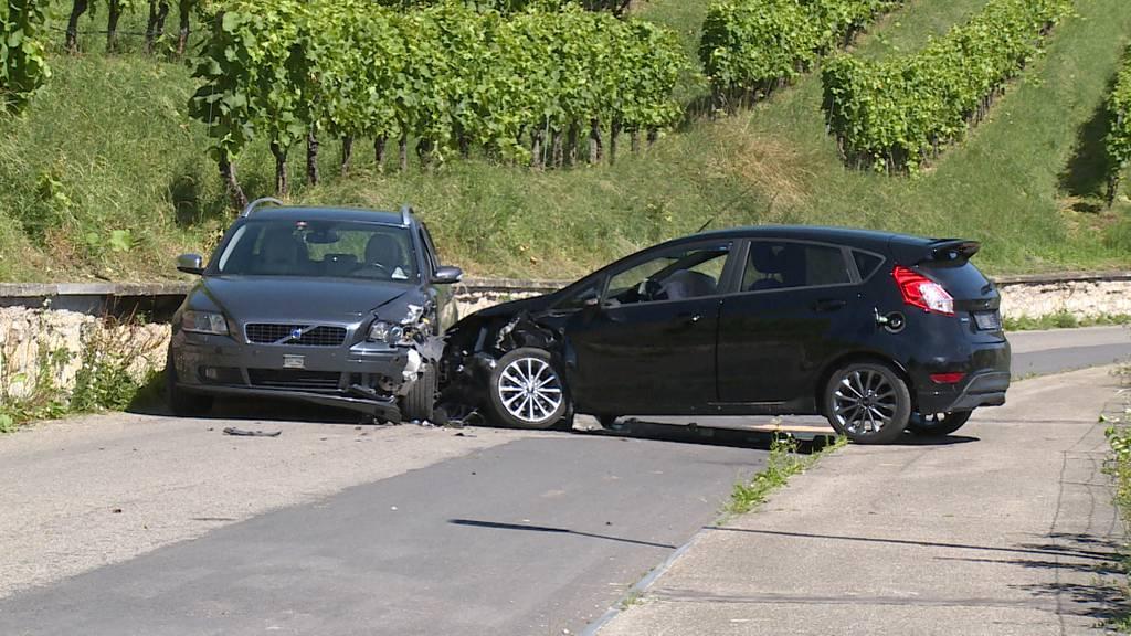 Frontalkollision in Rheinau (ZH): Autofahrerin im Spital
