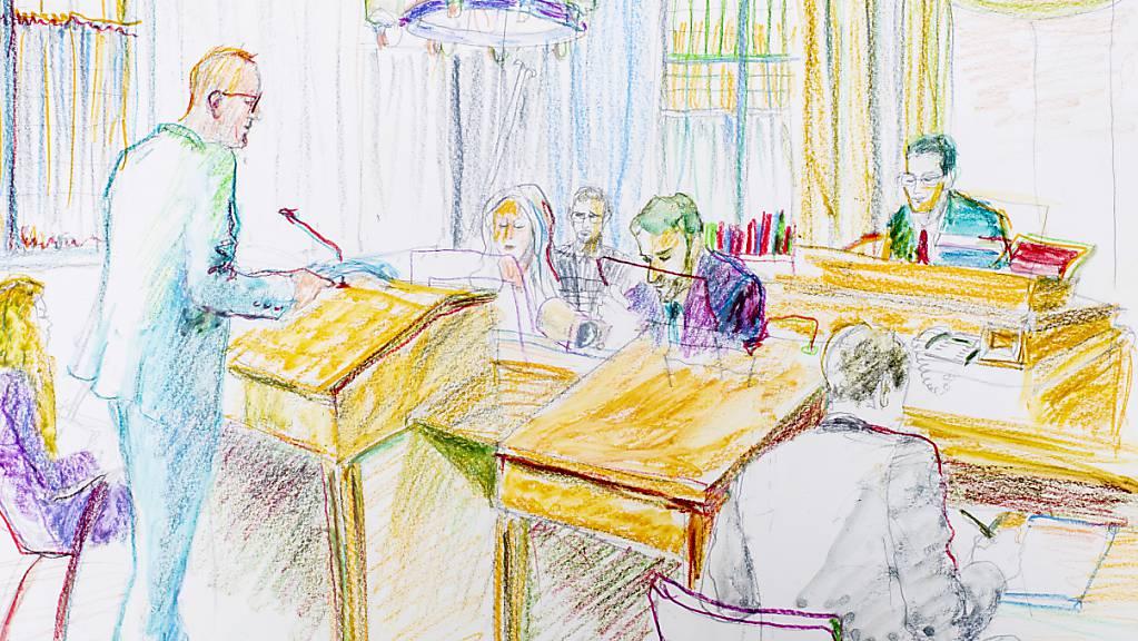 Das Blatt wendet sich: Gegen drei Ärzte von «Carlos» wurde Anklage erhoben. Im Bild ein Prozess gegen den jungen Straftäter im Oktober 2019.