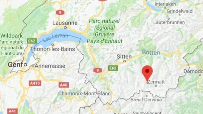 Die Absturzstelle befindet sich am Col Durand in Anniviers unweit des Walliser Touristenorts Zermatt.