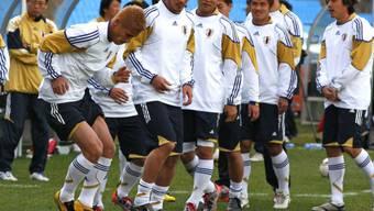 Findet Keisuke Honda (links) auch gegen Paraguay die richtige Feinkoordination?