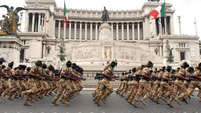 Italienische Soldaten vor dem Vittoriano in Rom (Symbolbild)