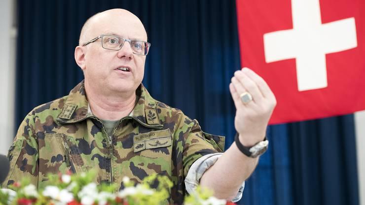 Armeechef Philippe Rebord: «Die Zeit der Umsetzung hat begonnen, darum bin ich im Kampfanzug erschienen.»