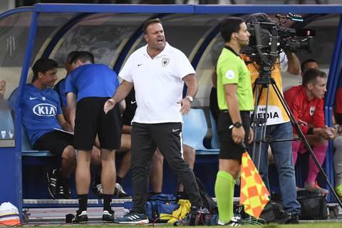 Patrick Rahmen ist nicht zufrieden, statt den Anschlusstreffer zu erzielen, kassiert seine Mannschaft das vierte Tor der Partie.
