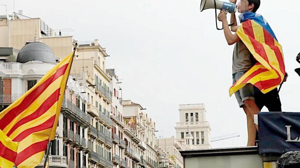 Unabhängigkeits-Befürworter protestierten lautstark in Barcelona im Vorfeld zur geplanten Abstimmung am Sonntag. (Archivbild)