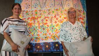 Larissa und Susi Kramer, von links, zeigen in der Galerie Artune ihre Arbeiten.