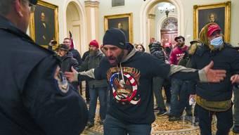 Ein Trump-Anhänger in der Vorkammer des Senats.