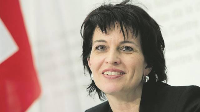 Verkehrsministerin Doris Leuthard verteidigt die zweite Gotthard-Röhre und prüft Tunnelgebühr. Foto: Peter Schneider - Keystone