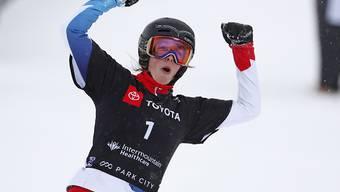 Schwingt zu Beginn der Saison oben aus: Alpin-Snowboarderin Ladina Jenny fährt in den ersten zwei Weltcup-Rennen der Saison aufs Podest