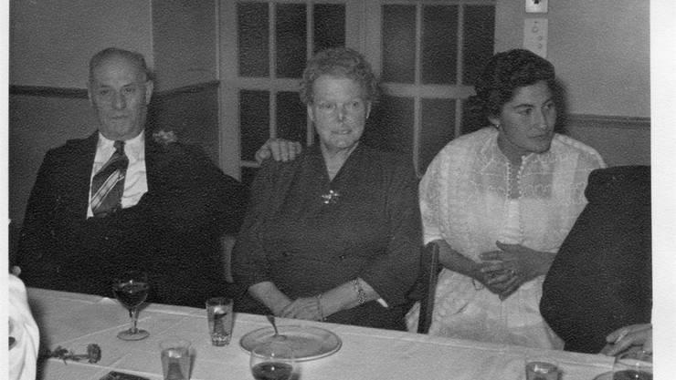 «Metzgerhalle»-Wirt und Flieger Marco Tettamanti mit seiner Frau Elsa und der damals 27-jährigen Elsa Jufer-Tettamanti bei einem Familienfest 1957.