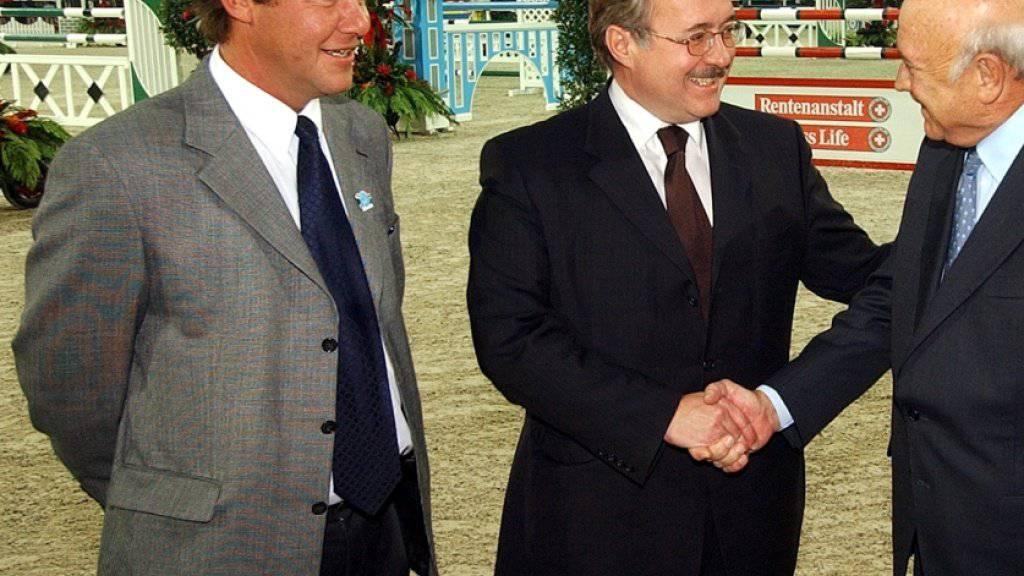 Rolf Theiler (ganz links) in einer Archiv-Aufnahme aus dem Jahr 2004 mit dem damaligen Bundesrat Samuel Schmid, Südafrikas Staatchef Frederik Willem de Klerk und seinem Bruder Urs Theiler