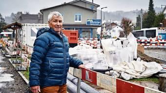Gemeindeammann Hans Peter Dössegger an der Baustelle beim Knotenpunkt Seetalstrasse/Unterdorfstrasse.