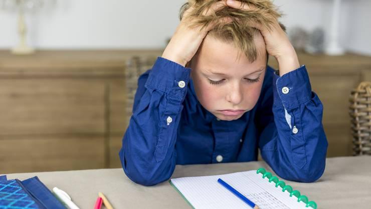 Hausaufgaben sind unbeliebt. Aber wenn Eltern zu sehr helfen, ist gar niemandem geholfen.