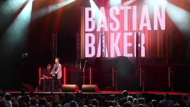 Bastian Baker am St. Peter at Sunset