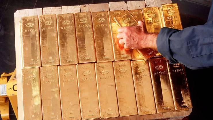 Steigende Goldpreise wogen die Verluste bei den Devisen auf.