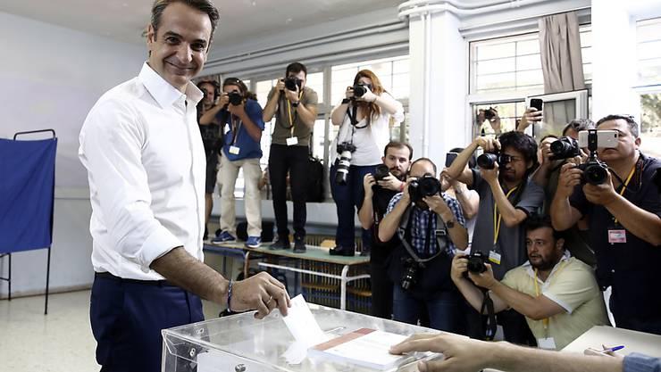 Kyriakos Mitsotakis, der Präsident der Oppositionspartei Nea Dimokratia, bei der Stimmabgabe für die Parlamentswahl in Griechenland. Seine Partei gilt als Favoritin.
