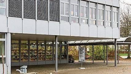 Eines der drei Schulhäuser in Stein.