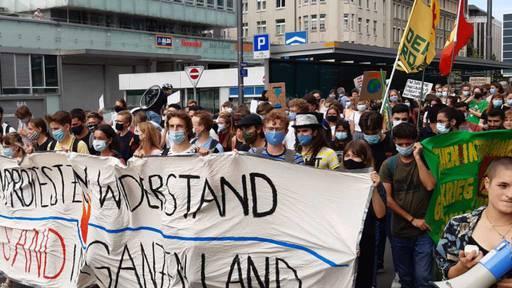 «Klima-Alarm» in St.Gallen - lautstark und mit Maske