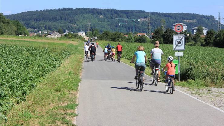 Die Büntefeldstrasse gilt als sichere und attraktive Veloroute. Das Bild entstand am slowUp Brugg Regio.