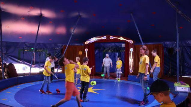120 Kinder machen Zirkus