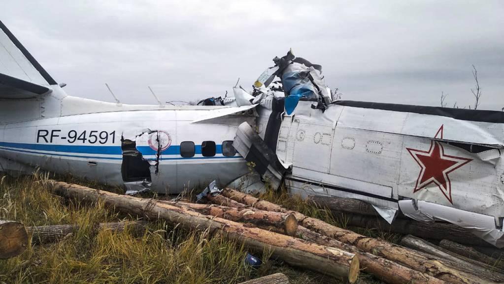 Beim Absturz eines Transportflugzeugs in der russischen Teilrepublik Tatarstan sind mehrere Menschen ums Leben gekommen.