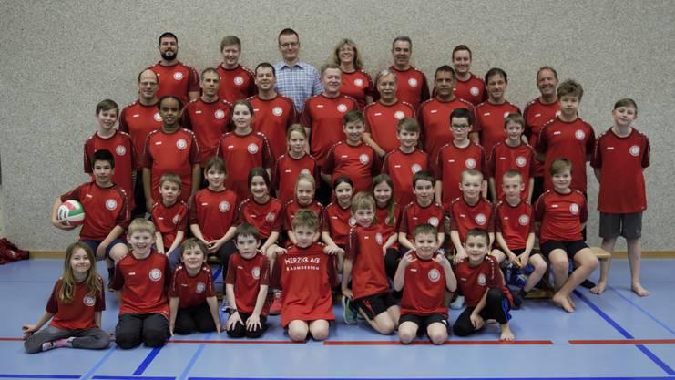 Der Turnverein Unterentfelden zusammen mit der Jugendriege im Jahre 2018