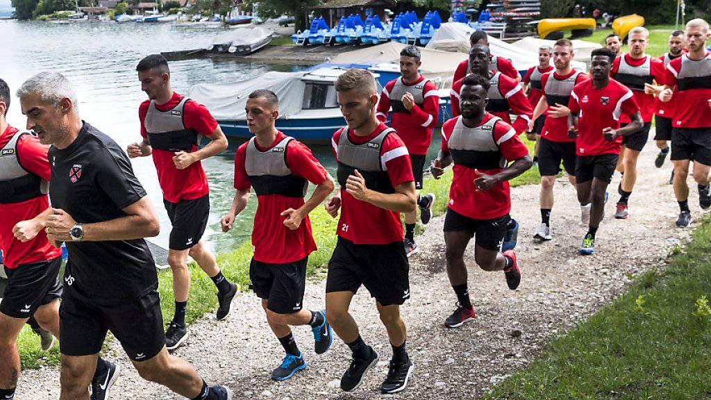 Neuchâtel Xamax (im Bild im Vorbereitungstraining) holte für die kommende Saison einen spanischen Innenverteidiger