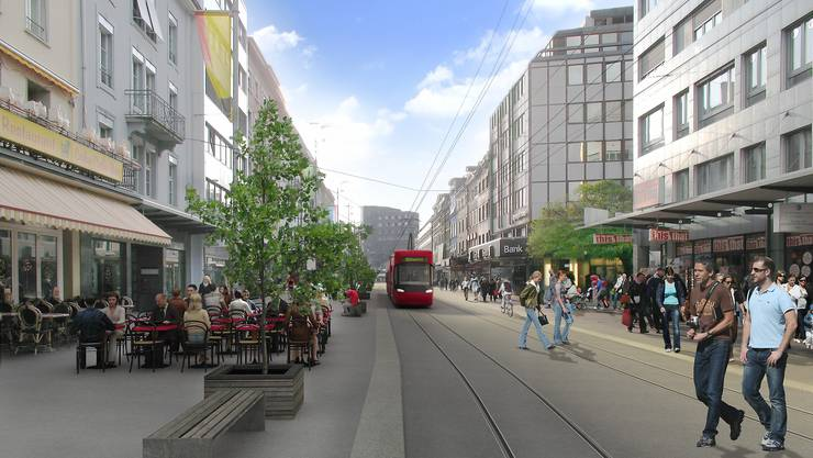 Regiotram in der Bieler Bahnhofstrasse, der Einkaufsmeile der Stadt
