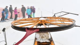 In der Skisaison 2017/18 konnte der Skilift nur einen Nachmittag lang betrieben werden. Dutzende Schneesportler nutzten die kurze Zeit auf dem Hauenstein.