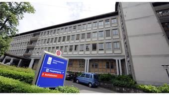 Während Spitäler in anderen Kantonen profitieren, weil sie die Kosten für hochdefizitäre Patienten nicht tragen müssen, verbucht das Unispital Zürich jährliche hohe Defizite. KEYSTONE