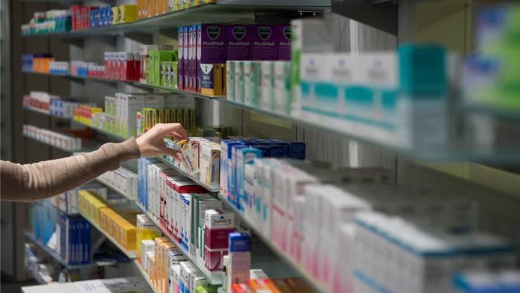Bislang haben zahlreiche Krankenversicherer die Kosten übernommen, wenn ein Schweizer Arzt ein Rezept für ein Arzneimittel ausgestellt hat. Damit ist es bald vorbei. (Archivbild)