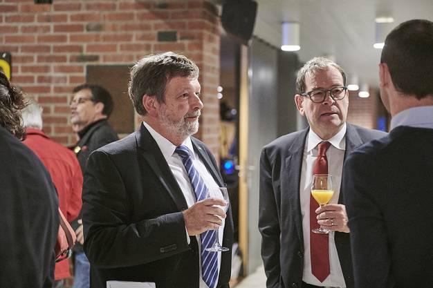 Landammann Roland Heim (links) mit Staatsschreiber Andreas Eng beim «Meet & Greet» vor der offiziellen Feier im Parktheater Grenchen.