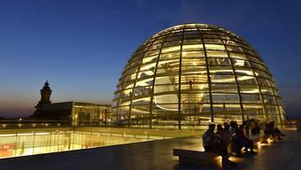 Reichskuppel in Berlin Deutsche Politiker und Prominente geraten ins Visier von Hackern.