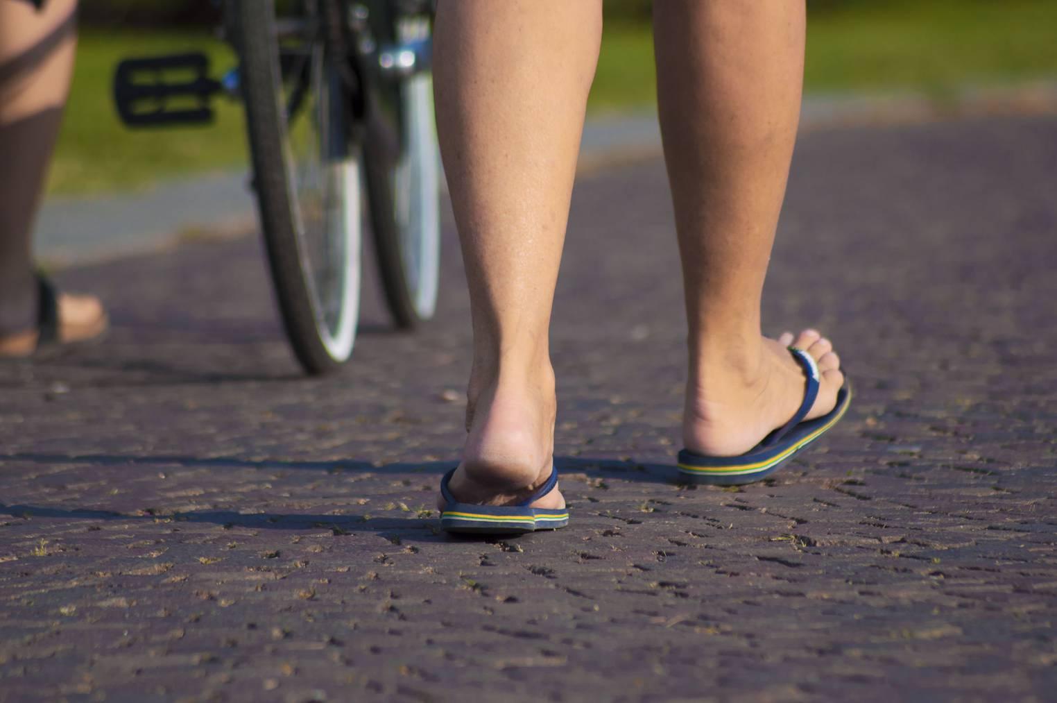 Flip Flops Drücken Zwischen Zehen