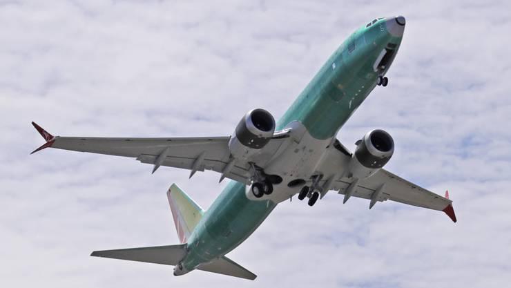 Eine Maschine des Typs 737 MAX 8 des US-Flugzeugherstellers Boeing bei einem Testflug bei Renton im Bundesstaat Washington. (Archivbild)