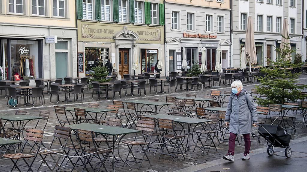 Geschlossene Restaurant-Plätze in der Luzerner Altstadt. (Archivbild)