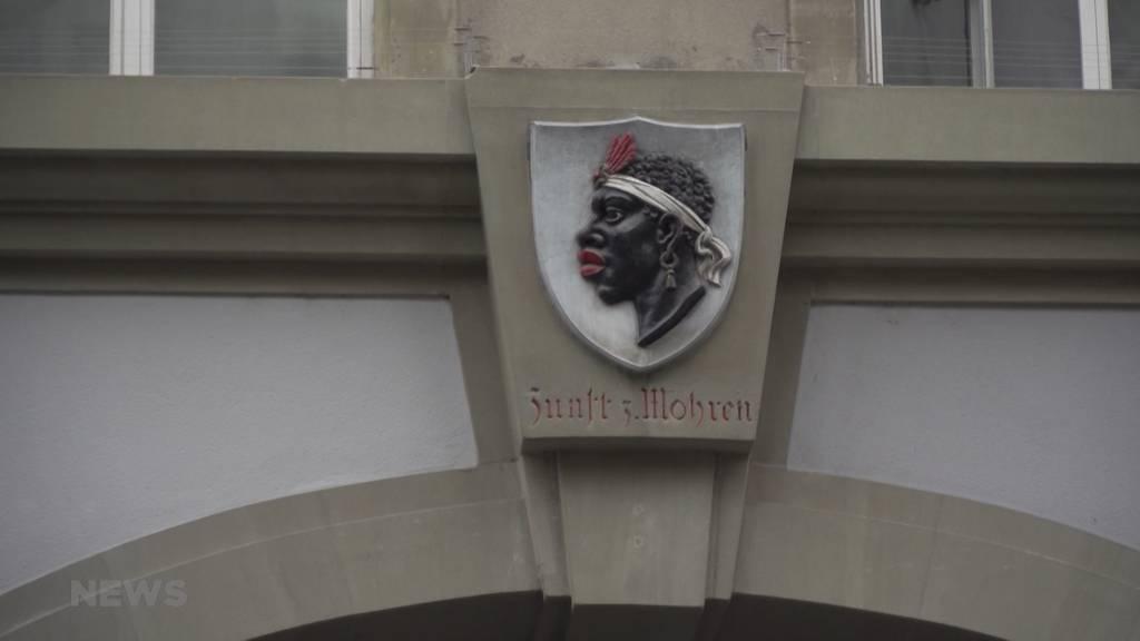 Wegen Rassismus-Debatte: Zunft zum Mohren verhüllt Statue