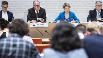 Die flankierenden Massnahmen zur Personenfreizügigkeit braucht es weiterhin. Darin sind sich das Staatssekretariat für Wirtschaft (Seco), die Arbeitgeber und die Gewerkschaften einig. Sie präsentierten am Montag den Bericht zu den Auswirkungen der Personenfreizügigkeit.