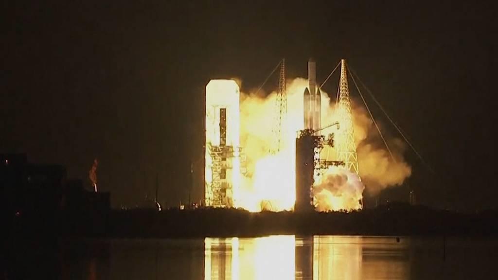 Mega-Rakete bringt Geheimdienstsatellit ins All