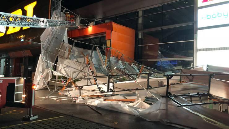 Am Montagabend sind beim Baumarkt OBI in Oftringen zwei Baugerüste eingestürzt.