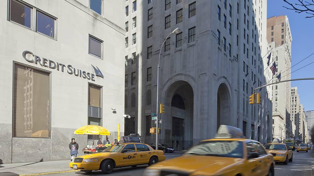 Die Credit Suisse muss in den USA die Schutzmassnahmen gegen Geldwäscherei nachbessern und dazu der US-Notenbank Fed einen Plan vorlegen.(Archivbild)