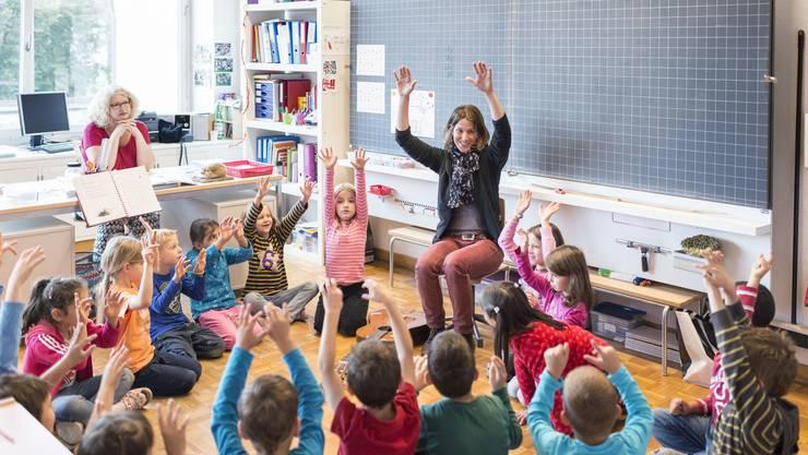 Ob eine Lehrerin oder ein Lehrer den Job gut macht, wird heute mit Hilfe zweier Massnahmen ermittelt. (Themenbild)