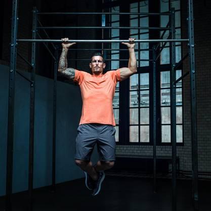 Dennis Hedigers Körper wirkt wie dem eines Fitness-Models.