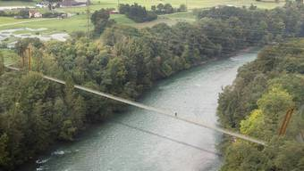 So hätte die Hängebrücke zwischen Stetten (rechts) und Nesselnbach ausgesehen. Doch daraus wird nichts: Das Baugesuch wurde abgewiesen. Dem Vorhaben stehen natur- und landschaftsschützerische Interessen entgegen.
