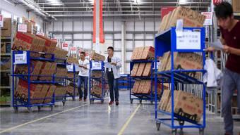 Stress am «Single Day»: Alibaba lockte mit Rabatten Millionen von Chinesen auf seine Handelsplattformen und verkaufte Waren für über 17 Mrd. Dollar.Reuters