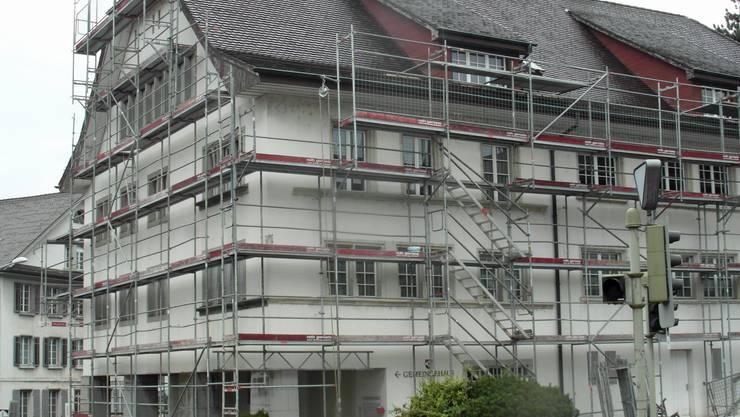 Eingerüstetes Gemeindehaus «Krone» in Schönenwerd.