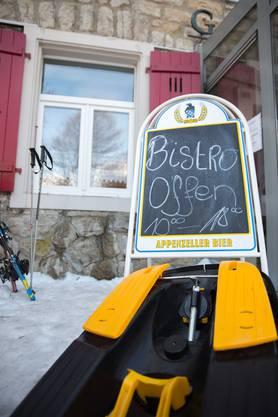 «Bistro offen», heisst es auf einem Schild.